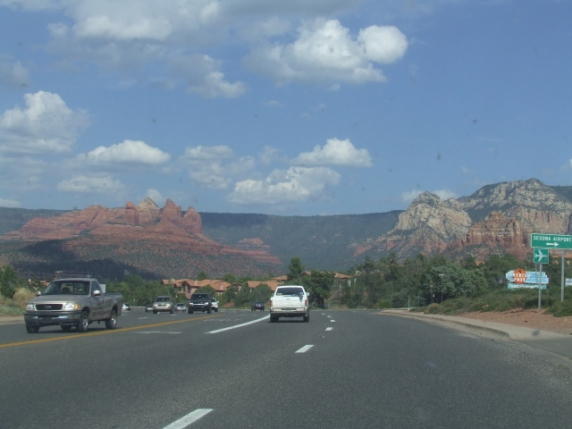 highway in Sedona with red rock cliffs in the background
